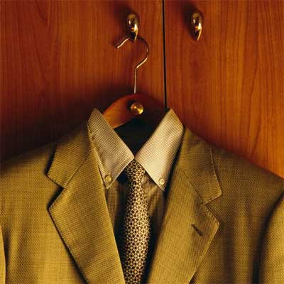 Unwrinkle synthetic clothes- Refrain yourself from wearing them