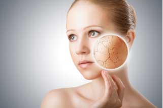 Cranberry juice helps in treating dry skin effectively