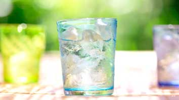 Keep yourself hydrated to get relief from throat pain