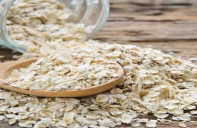 Oatmeal moisturizes the infected skin and soothes inflammation