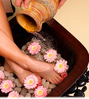 Natural Summer Foot And Hand Care Tips