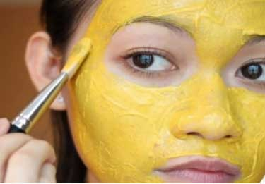 Turmeric lightens the skin pigmentation