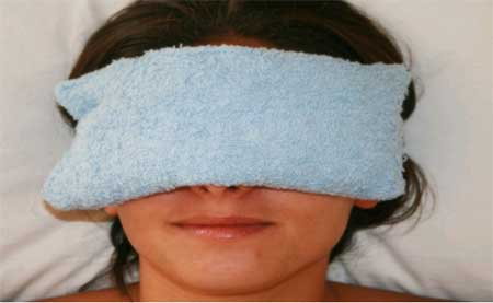 Warm Compress to Get Rid of a Black Eye