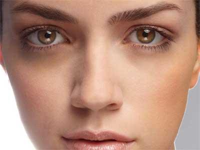 Almond oil removes dark circles