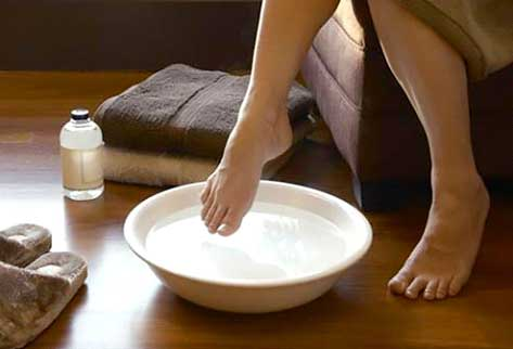 Soaking your foot in baking soda and hot water helps in preventing the pain