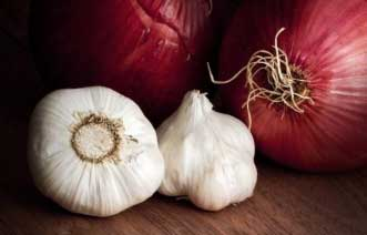 Onion and garlic has antiseptic properties that treats lip sores