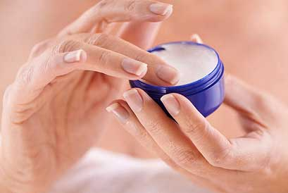 Petroleum jelly heals up the cracked and dry skin faster
