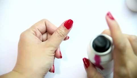 Remove Nail Polish with Deodorant