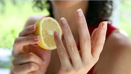 Remove Nail Polish Lemon