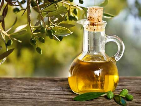Olive oil helps in repairing the skin cells and keeps it glowing