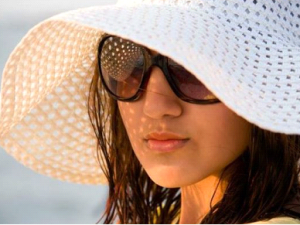 skin care tips glowing skin in summer using caps,clothes and sunglasses