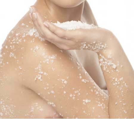 Almond Oil to Make Natural Face Scrub