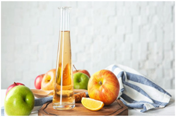 Apple cider vinegar cleans the scalp and treats dandruff as well