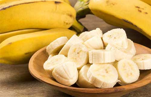 Banana is a rich moisturizer that treats blemishes and keeps the skin hydrated