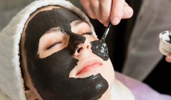 Deep Cleanses The Skin - Activated Charcoal Face Pack