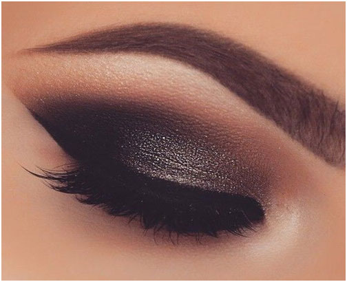 DazzlingSmoky Eyes - Beauty Trends For Christmas Festival