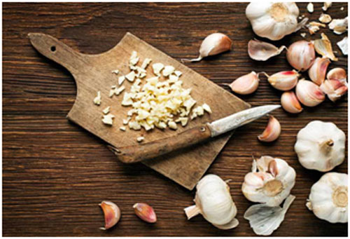 Garlic relieves the inflammation caused by piles and pain as well