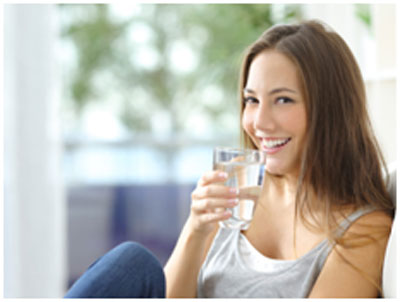 Mineral water helps in restoring the hormonal balance and keeps the skin young