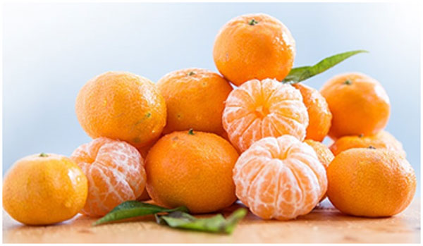 Oranges are packed with vitamin C that keeps the skin glowing with health