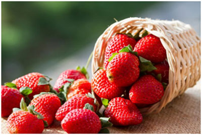Strawberries contain vitamin C that keeps the skin healthy
