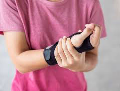 Treatment for Carpal Tunnel Syndrome in Women - wear Wrist Brace