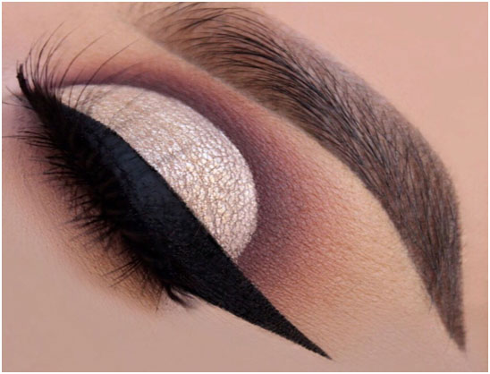 Winged Eyeliner - Beauty Trends For Christmas Festival